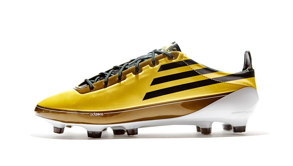 El inicio de la temporada 2010 11 estuvo marcado por las nuevas botas F50  adizero con un diseño simple en negro y dorado en honor al título del  jugador del ... 5afd101303006