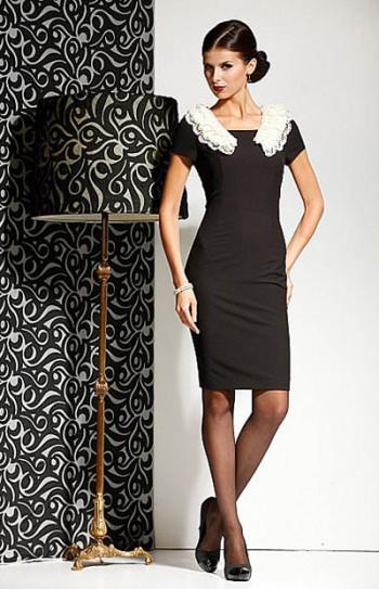 b890861542d4 Еще одним характерным предметом гардероба в стиле Шанель становятся  костюмы. Это может быть жакет с прямой юбкой или юбкой-карандаш.