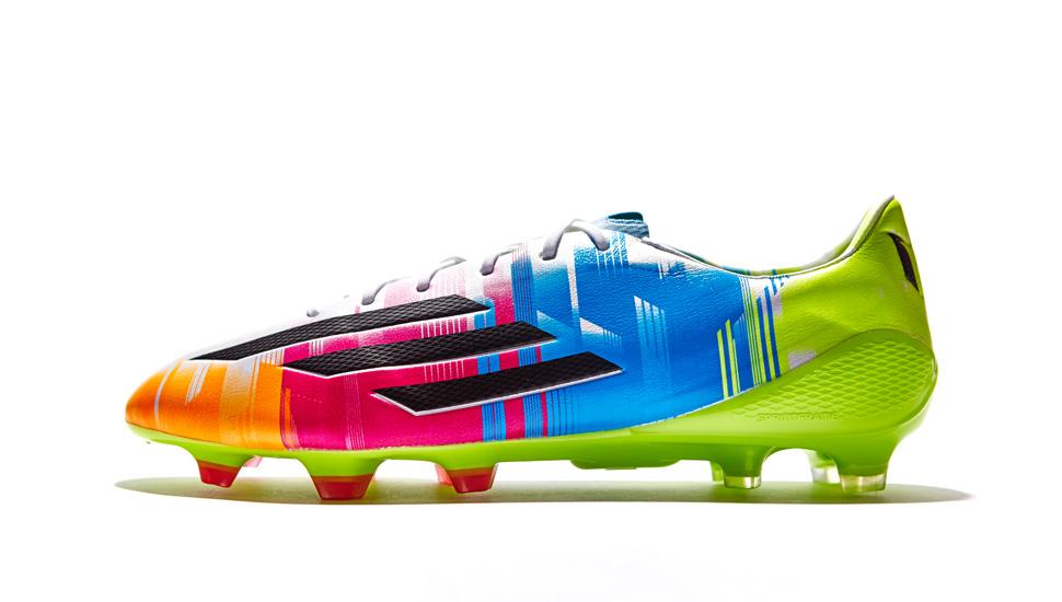 Готовясь к Бразилии 2014, adidas выпустил бутсы для Месси в стиле коллекции  Samba. В этих бутсах Месси забил впервые на английской земле Манчестер  Сити, ... 6a66f49af07